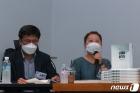 출판 간담회에서 발언하는 가습기살균제 피해자 가족