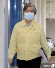 3분기 백신 접종 계획 발표 위해 브리핑실 향하는 정은경 청장