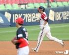 LG 문보경 '2점 홈런 쾅'