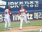 LG  문보경 '시원한 투런 홈런'