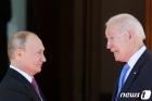 美, 미·러 정상회담 나흘 만에 러시아 '추가 제재' 준비