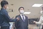 """화천대유 대주주 12시간 조사 후 귀가 """"이재명 따로 만난 적 없다"""""""