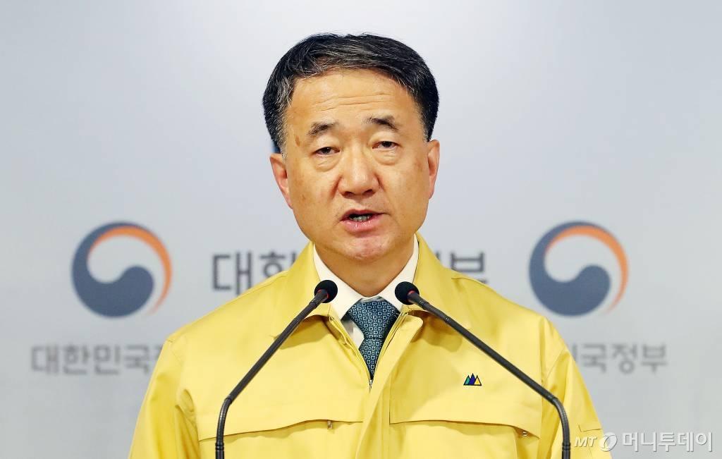 """박능후 장관 """"코로나19, 새로운 전기 마련되고 있다"""" - 머니투데이 뉴스"""