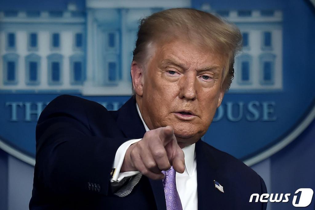 [뉴욕마감] 트럼프 中위챗·틱톡 차단…나스닥 1% 뚝