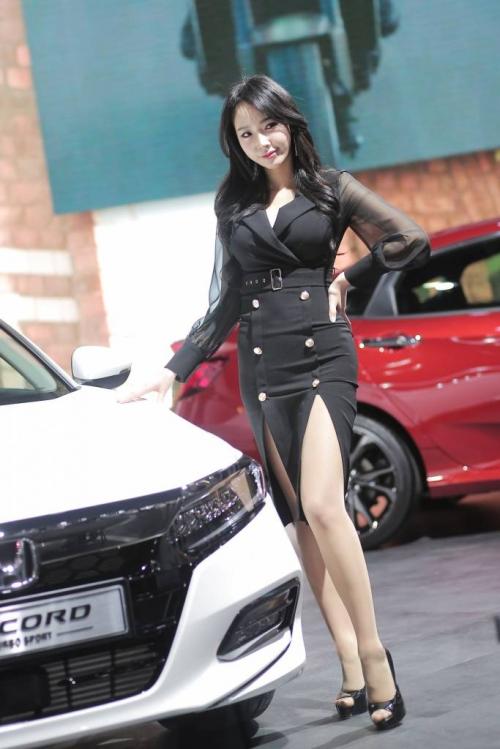 '레이싱모델 김다나' 아찔한 각선미